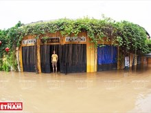 Hoi An ancient town in flood season