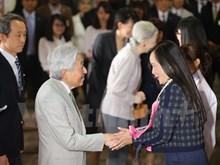 Japanese Emperor, Empress meet Vietnamese alumni