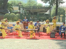 Traditional music dazzles tourists to Ho Chi Minh City