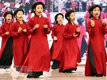 Folk singing strives for tourists' delight
