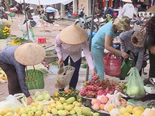 Rural residents use baskets to reduce plastic waste