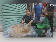 Vietnamese celebrate Doan Ngo festival