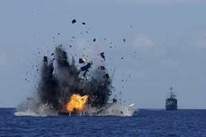 Indonesia continues sinking illegal fishing boats