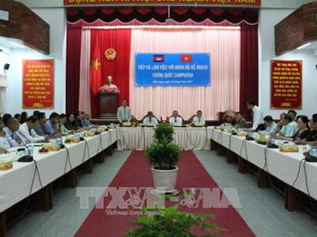 Cambodia learns Vietnam's planning experience
