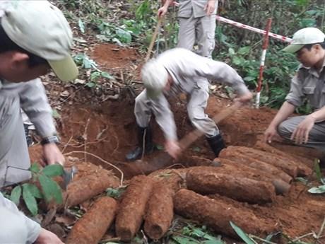 Quang Tri: 27 artillery shells successfully handled