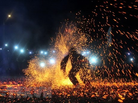 Tuyen Quang: Pathen ethnic group hosts fire dancing festival