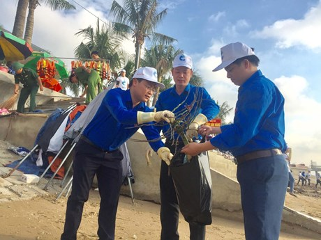 Campaign launched in Thanh Hoa to clean up marine environment