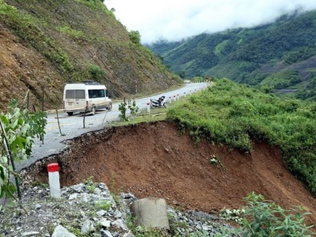 Ha Giang repairs landslide roads due to heavy rain