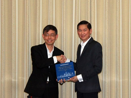 HCM City, Singapore to bolster ties in smart city building