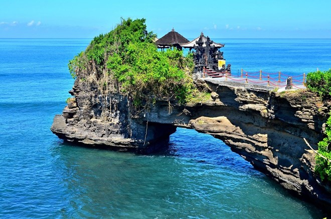 Indonesia s bali island named world s best destination for Top honeymoon beach destinations