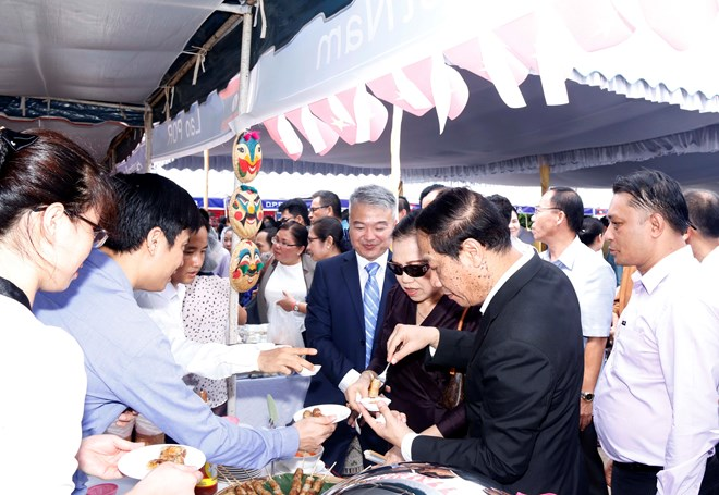 Typical dishes of ASEAN nations introduced at Vientiane fair