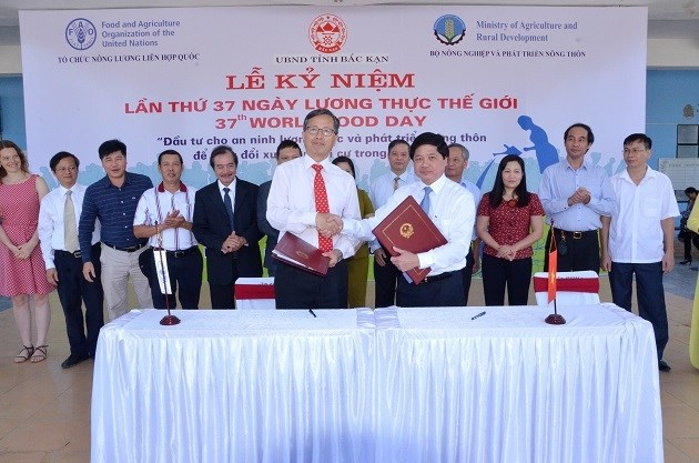 Vietnam, FAO ink cooperation framework in World Food Day ceremony